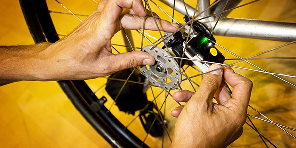 TU Delft Sports Engineering Institute tests motion sensors on wheelchairs of team Nederland Basketball.